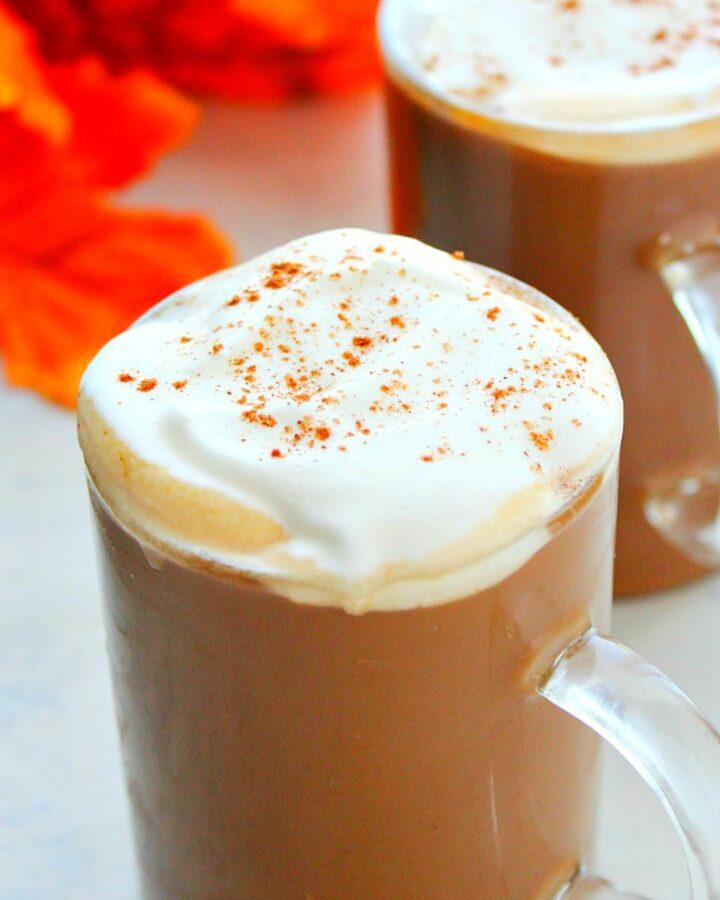 Vegan pumpkin spice latte in a mug.